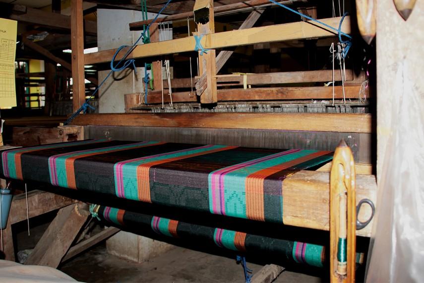 Kain sutera Desa Wajo terkenal karena kualitasnya yang baik serta memiliki harga yang beragam