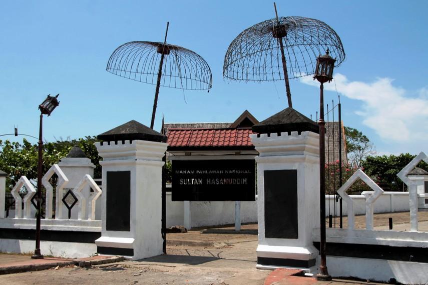 Sultan Hasanuddin wafat pada tahun 1670 dan dimakamkan di Komplek Pemakaman Raja-Raja Gowa