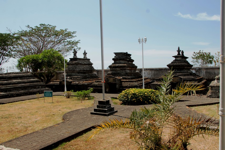 Selain makam Hasanuddin, di komplek makam ini juga terdapat makam-makam Raja Gowa lainnya