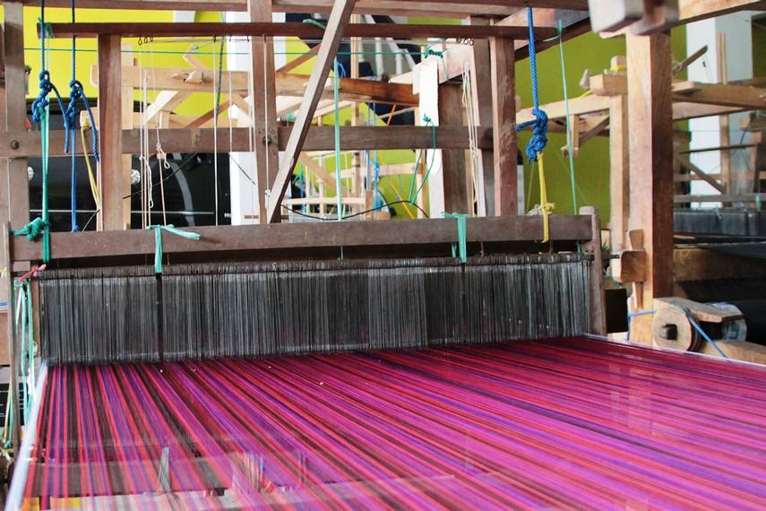 Benang sutera yang menjadi bahan utama pembuatan kain sutera diproduksi sendiri oleh masyarakat Desa Wajo