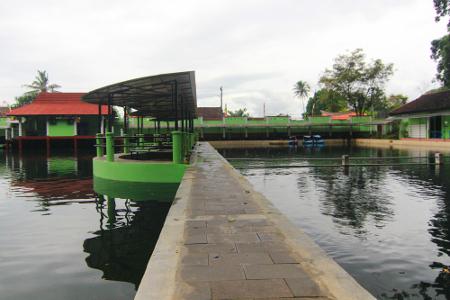 Objek wisata Cigugur terletak di Desa Cigugur, Kecamatan Cigugur, Kuningan