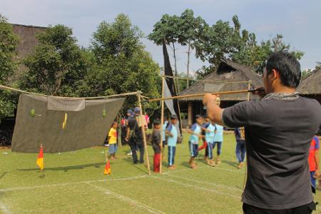 Susumpitan merupakan salah satu dari begitu banyak permainan tradisional yang lahir dari budaya agraris masyarakat Sunda Bogor