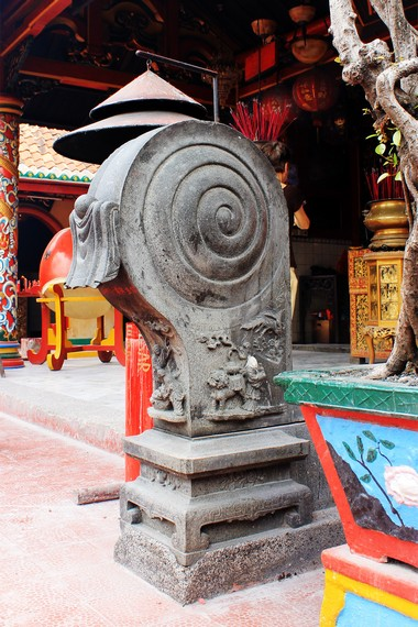 Cioh Kou (Tambur Batu) yang disumbangkan Tan In Heng pada tahun 1854