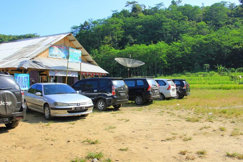 Tempat pemberhentian pertama pengunjung sebelum menuju Air Terjun Cikaso