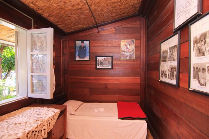 Ruang-ruang di dalam rumah ini digunakan untuk memamerkan dokumentasi perjuangan Bung Hatta semasa hidup