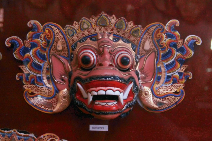 Karakter topeng Sugriwa yang merupakan bagian dari kisah epos Ramayana