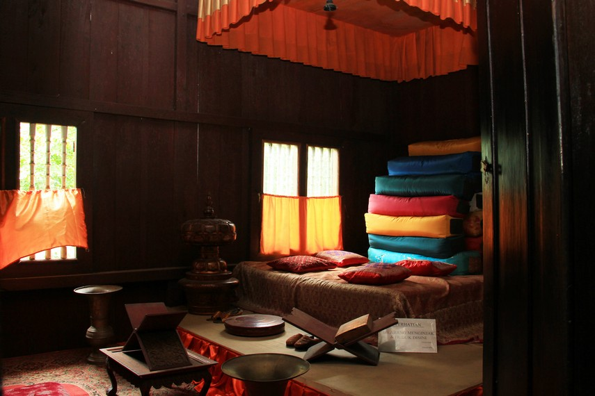 Masyarakat Palembang percaya, pemilik rumah limas di zaman kesultanan Palembang adalah mereka yang memiliki kedudukan sosial dan ekonomi yang tinggi di masyarakat