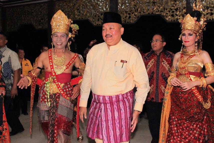 Alex Noerdin, Gurbernur Sumatera Selatan turut hadir dalam perayaan Festival Sriwijaya 2014