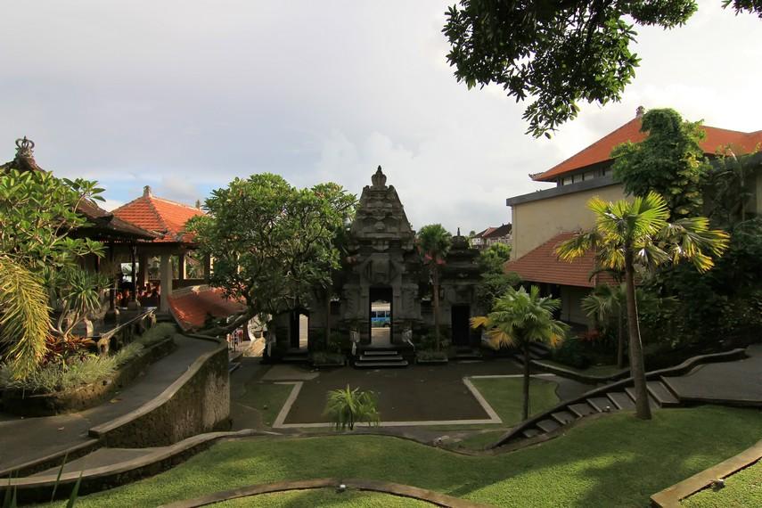 Museum Puri Lukisan memiliki empat galeri, yaitu Galeri Pitamaha, Galeri Ida Bagus Made, Galeri Wayang, dan galeri keempat