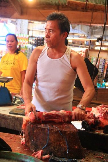 Pemandangan menyaksikan daging-daging yang tidak biasa menjadi hal yang biasa di pasar ini