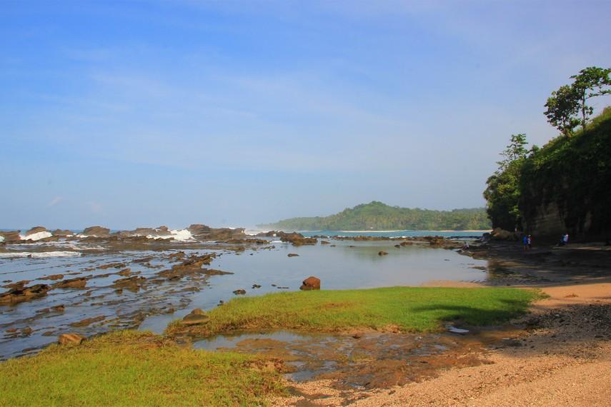 Karang Taraje menjadi salah satu destinasi yang wajib dikunjungi saat berada di Kawasan Desa Sawarna, Banten