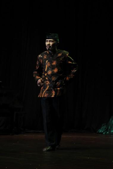 Kartolo, seorang seniman ludruk yang sangat terkenal. Pria kelahiran Surabaya, Jawa Timur, ini sudah puluhan tahun menggeluti ludruk