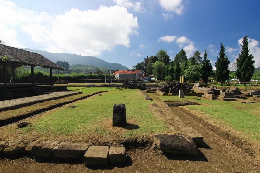 Kompleks ini juga dikaitkan dengan kepercayaan Kapitayan yang dipeluk masyarakat Dieng sebelum masuknya agama Hindu