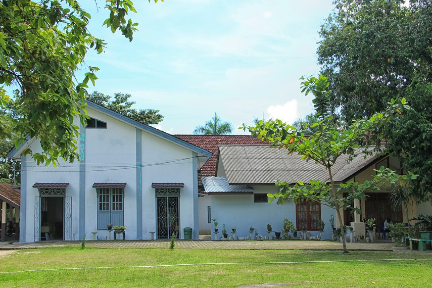 Lokasi Kebun Binatang Mini Tanjung Pandan tepat berada di belakang Museum Tanjung Pandan