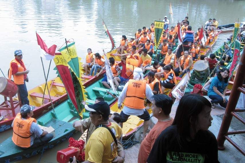 Lomba perahu naga diadakan selama dua hari. Pada hari kedua akan diadu kelompok yang menjadi pemenang di hari sebelumnya