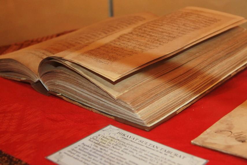 Naskah kuno Hikayat Sultan Taburat yang saat ini menjadi koleksi Perpustakaan Nasional Indonesia