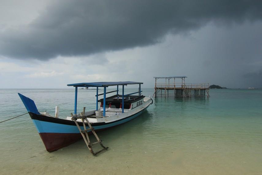Pemandangan kerambah ikan kerapuh milik nelayan yang bisa dilihat di sekitar Pulau Kepayang