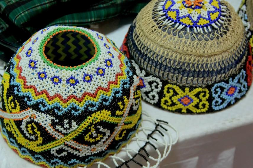 Penutup kepala Suku Dayak Kenyah yang terbuat dari bahan dasar rotan