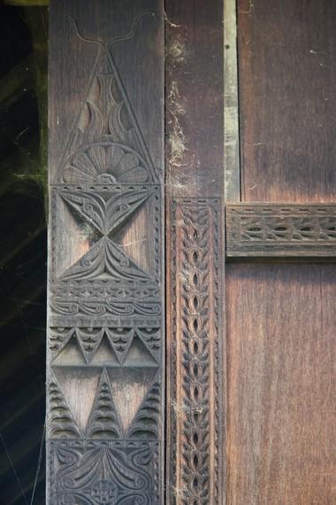 Rumah adat mempunyai arti penting dalam pengembangan warisan peradaban dan ilmu sejarah, mengingat segala kegiatan yang dilakukan bermula dari rumah