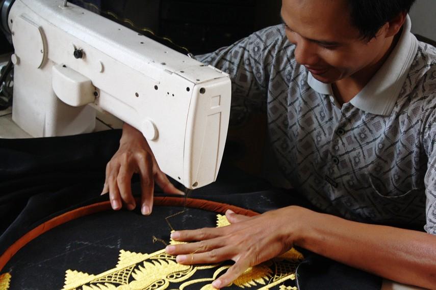 Seiring perkembangan tehnologi, perajin mulai membuat kain tapis dengan menggunakan tehnik bordir