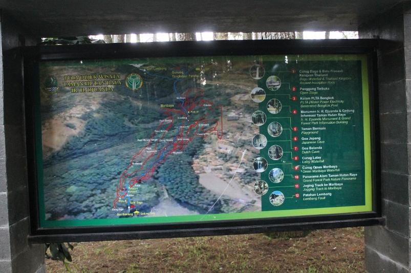Papan petunjuk rute tracking Dago Pakar - Lembang
