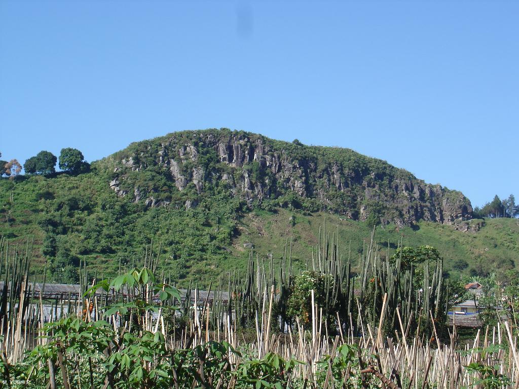 Pemandangan patahan Lembang dari kejauhan, fenomena geomorfologi yang menarik perhatian para ahli kebumian