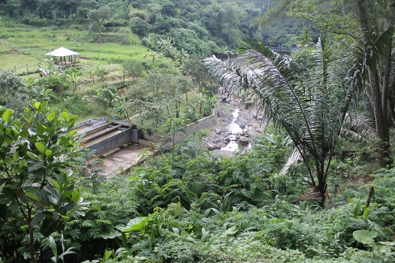 Persawahan di seberang bukit dan pintu air di Sungai Cikapundung yang membelah Taman Hutan Raya Djuanda