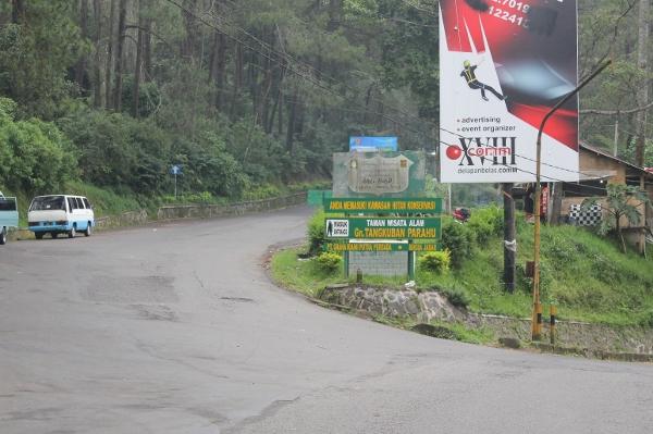Gerbang masuk ke Gunung Tangkuban Perahu