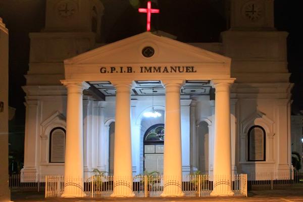 Cahaya lampu Gereja Blenduk di malam hari