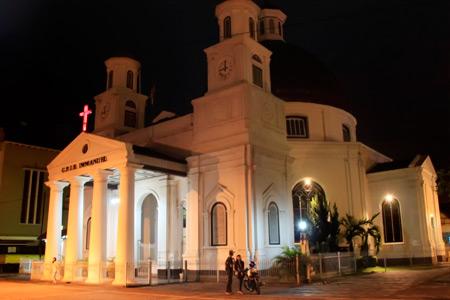 Suasana Gereja Blenduk dimalam hari