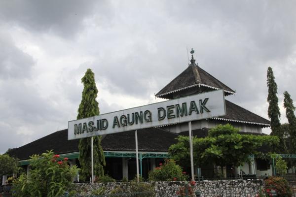 1129_thumb_Masjid_Agung_Demak.jpg
