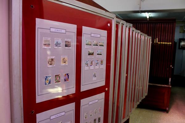 Koleksi berbagai macam perangko luar negeri