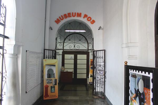 Pintu masuk menuju Museum Pos Indonesia