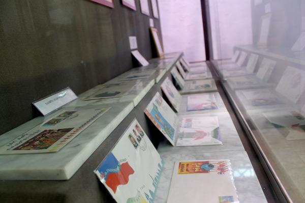 Selain perangko, museum ini juga memiliki koleksi amplop