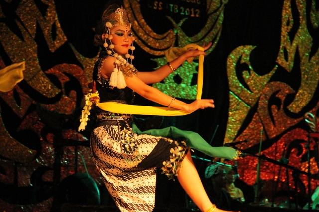 Maskulinitas terlihat dalam gestur badan para penari Kandagan