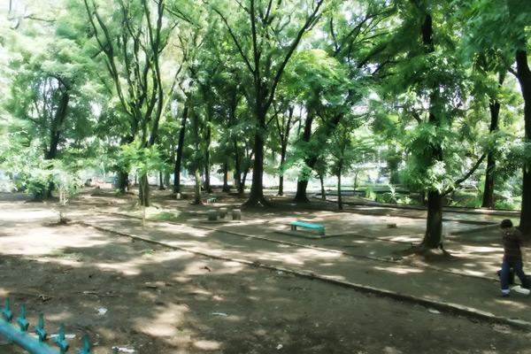 Taman Lansia di samping Komplek Gedung Sate, selalu dipenuhi warga di akhir pekan