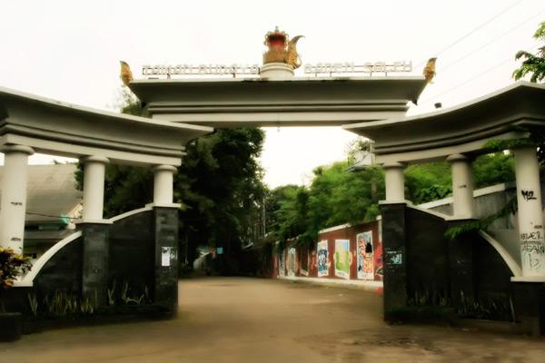 Gerbang utama Taman Budaya Raden Saleh