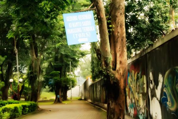 Marka jalan di Taman Budaya Raden Saleh