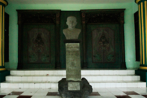 Patung Ki Narto Sabdo, Maestro Wayang Jawa Tengah