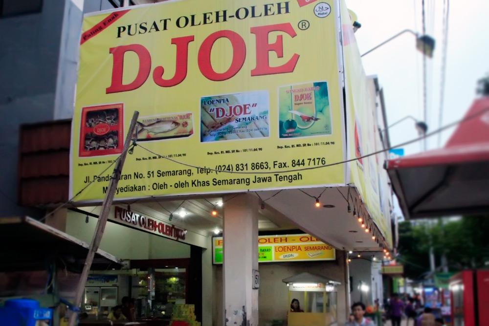 Jalan Pandanaran menjadi pusat penjualan oleh-oleh di Semarang