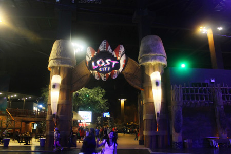 Arena Lost City yang menjadi salah satu daya tarik Trans Studio Bandung