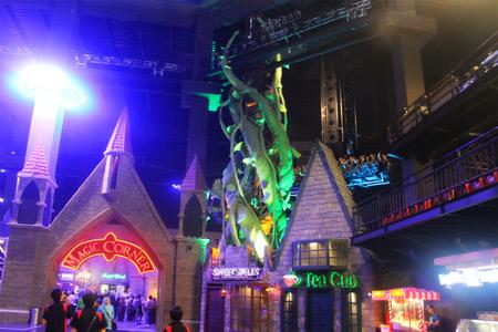 Magic Corner salah satu arena yang menawarkan suasana yang sedikit magis di Trans Studio Bandung