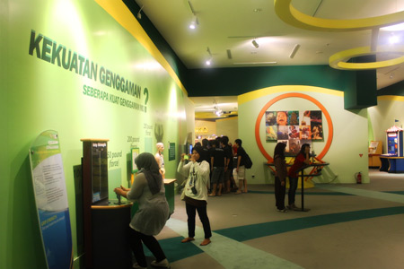 Pengunjung bisa mencoba langsung setiap arena yang ada di Trans Studio Bandung