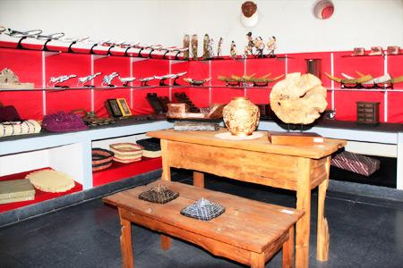 Outlet Handicraft bagi para pengunjung yang ingin berburu kerajinan khas Yogjakarta di Benteng Vredeburg