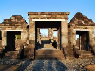 Menapak Jejak Purbakala di Situs Wisata Ratu Boko