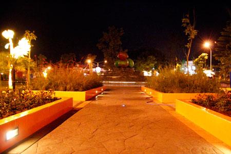 Cahaya yang terpancar dari Taman di Alun-Alun Kota Batu