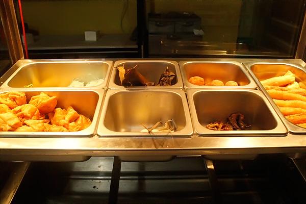 Bakso Cak Man terdiri dari bakso, tahu putih, tahu kuning, siomay dan mie kuning