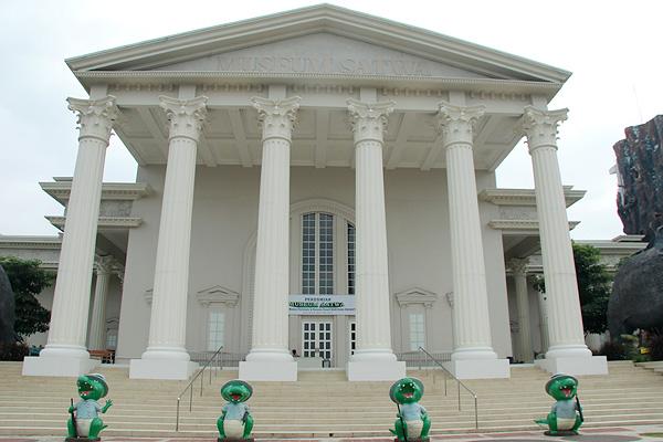 Gedung Museum Satwa meniru gaya Arsitektur Yunani