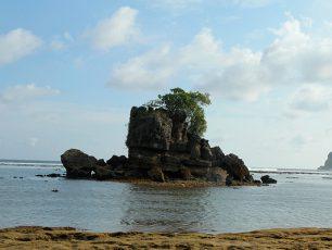 Kondang Merak, Pantai 'Kondang' Nan Permai di Malang
