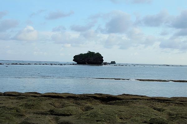 Nama Pantai Kondang Merak, bermula dari banyaknya burung merak yang mencari air minum di tepi pantai